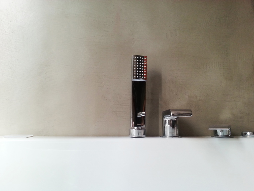 rivestire le piastrelle in bagno